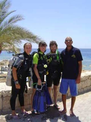 Tim, Joanne, DiveMaster Kornelia and PADI instructor Salama